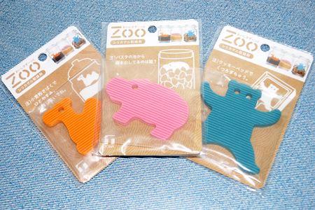 Zoo シリカゲル乾燥剤。左から「らくだ」、「かば」、「くま」の形です