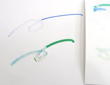 赤液と白液を塗布し、吸い取り紙に吸わせたらたら…みるみる薄くなったではないですか