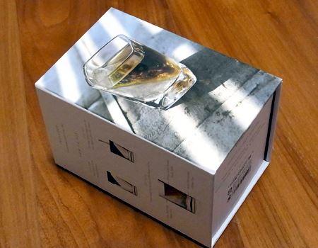 結構しっかりしたすてきな箱に入って届きました