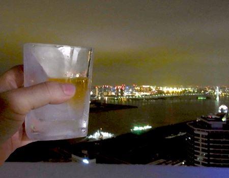 予定どおり、夜景を眺めながらまったりとグラスを傾けることにいたします