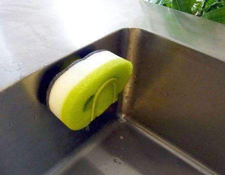 使用後はスポンジをよくすすいで(すすぐ時はカプセルを取り外します)、ホルダーに置き乾燥させます