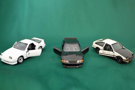 この3車種はドアが開閉するギミック付きです