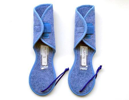 こういう形状になっています。上半分は靴の丸みに合わせて調整可能