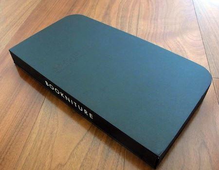 本は閉じられた状態で180×330×40mm。重さは1.5kg