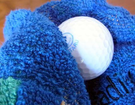さらに、ゴルフ場でよくやるようにぬれた状態をタオルで拭いてみましたが、これまた問題なし