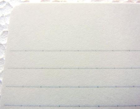 ノート用紙には、均一の大きさで文字が書きやすいドット入り罫線を採用しています