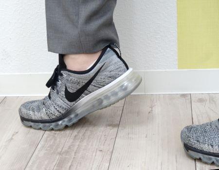 スニーカーのいいところは、しっかりと足に一体化するところ