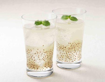 飲み物との相性も抜群で、炭酸水や紅茶にも合います