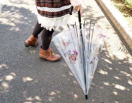 傘を閉じた状態ではこのように見えます。こっちのほうが存在感あるかも?