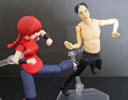 相手が悪かった! キックで反撃されて逆にドーン!