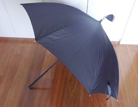 ただし、傘として使う時は、若干の違和感と周りの視線を覚悟する信念が必要かと…