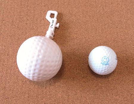 さらに、購入する店舗によっては、このようなボール型のチャームとセットで送られてきます。本当のボールよりはだいぶ大きいですが…