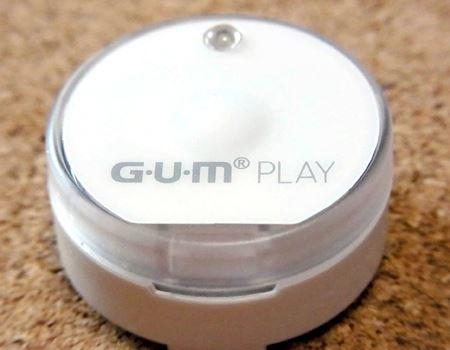 センサー真ん中の少しふくらんだ部分がスイッチになっており、歯ブラシを奥まで押し込むとスイッチが入る仕組みになっています