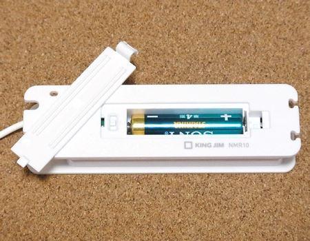 電源は単4形アルカリ乾電池(別売)が1本、電池は振動用のモーターやタイマー設定のために使うだけなのでアルカリ乾電池ならば6か月ほど使えるとのこと