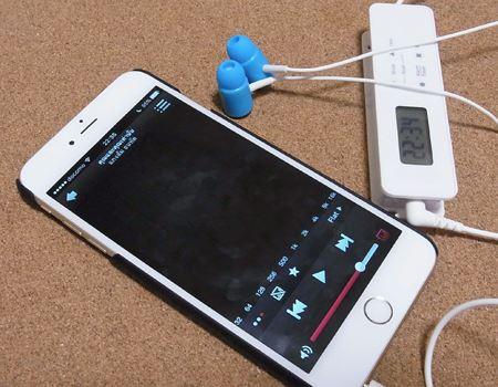 外部入力端子があるので、スマートフォンや携帯型オーディオプレーヤーと接続すれば音楽も聴けます。ただし、アンプが内蔵されているわけではないので、音量調整などはプレーヤー側で行います