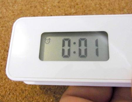 起きたい時間をセットする「アラーム機能」。今回は0時1分に振動開始
