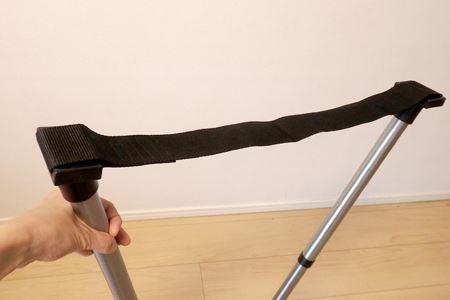 ポールの間には幅5cmほどのロープ状のヒモがあります。この部分がお尻を沈める腰かけ部分になります