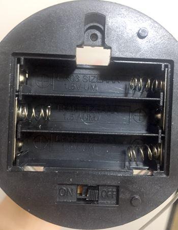単4形乾電池×3本をパイルダーオン!