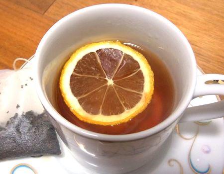 おいしそうなレモンスライス入りの紅茶の完成です♪