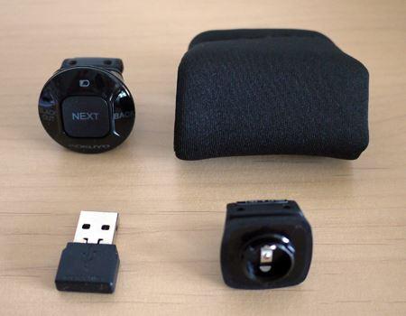 付属品は、本体、受信機、リング2つ、保管用ポーチ、アルカリボタン電池(LR43)、取扱説明書です