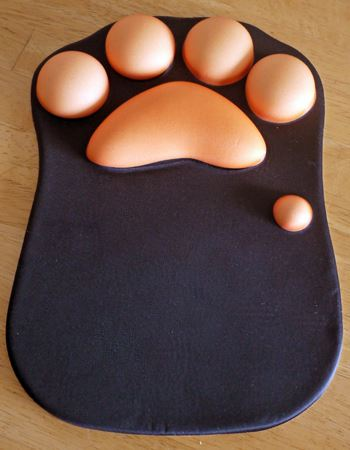 ネコの肉球をモチーフにしたマウスパッドです