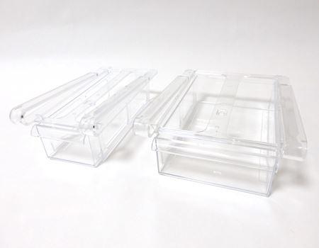 透明アクリル樹脂製のケース。サイズは大小2サイズ