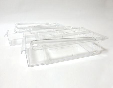 横から見たところ。上にあるハンドル部分を冷蔵庫の棚に引っ掛けることで、引き出しのレールに。下のケースをスライドさせて引き出すことができます