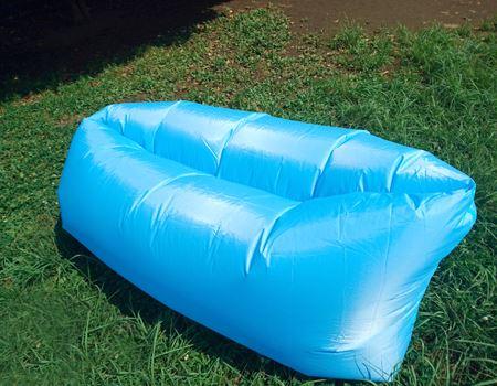 空気を入れるだけでソファーに変身!