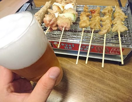 屋台の焼き鳥といえば、ビールがつきもの!