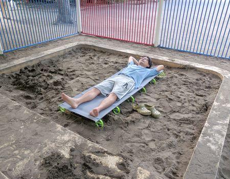 早朝の砂場にて…