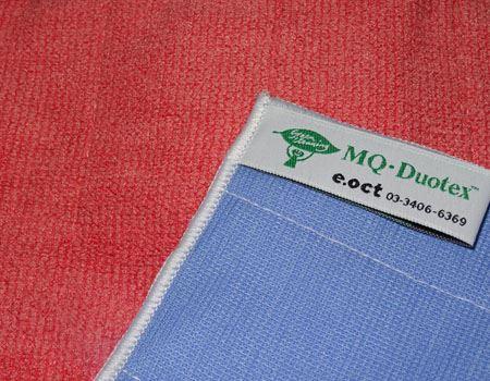 裏と表で色が違います。色だけではなく、糸の編み方が違っていて、ニット面とテックス面という2種類の素材になっています