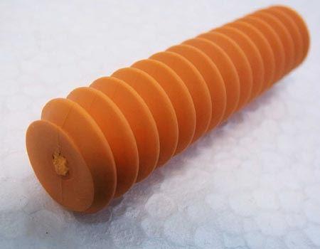 実測で直径は15mm、長さは60mmほど。イモムシのようにも見えますね