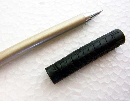 なお、グリップはボールペンのキャップ代わりになっております