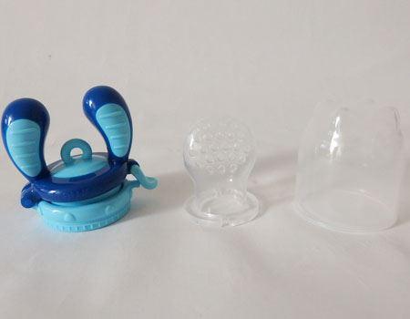 商品は3つのパーツに分解できます。左側が持ち手、真ん中がサック、右にあるのはキャップ