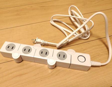 見た目はオシャレなデザインの4口の電源タップ。しかし、それだけではありません
