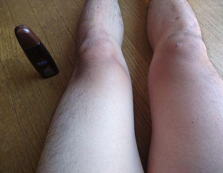 左足だけに塗ってみました。はたして黒くなるのか