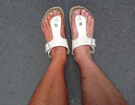 左足のほうが健康的に見える!?