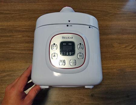 コンパクトな炊飯器のような形と大きさの電気圧力鍋