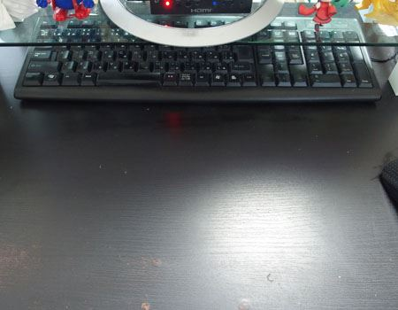 キーボードを収納すれば、作業スペースが確保できました。書類を記入したり、撮影したり、さまざまなことができるようになりました
