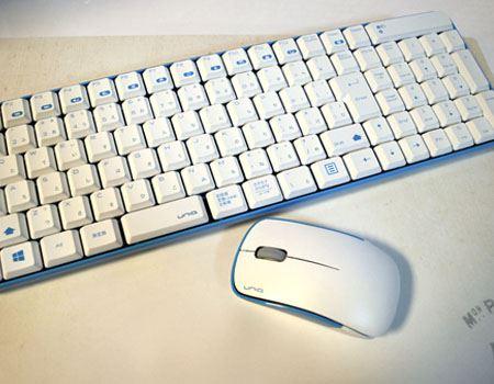 マウスとキーボードのセット。デザインも統一されていい感じです