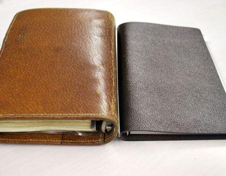 普通のシステム手帳と比較してみました。左が一般的なシステム手帳です。右がLUFT