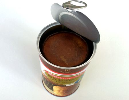 缶のフタはプルトップ式なので簡単に開封できます