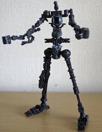 RGなので骨格自体は完成済み。外装を外すとこんな感じです