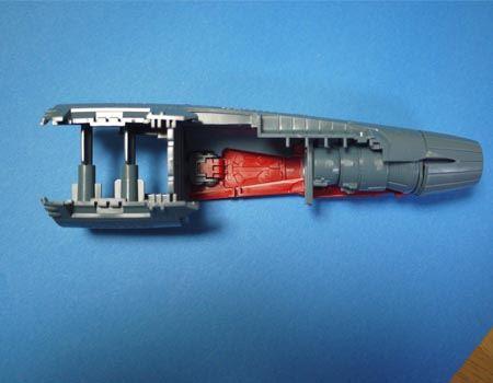 船体の内部をしっかり支えて作る構造になっています