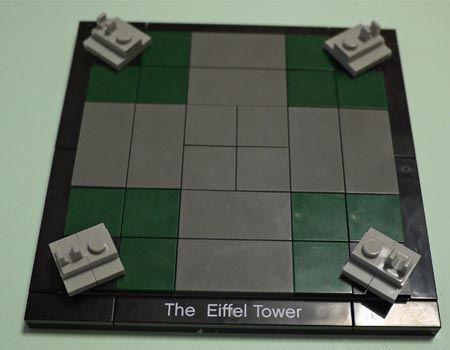 まずはプレート状のパーツを組み合わせて土台を作ります。唯一の緑パーツはここで使います