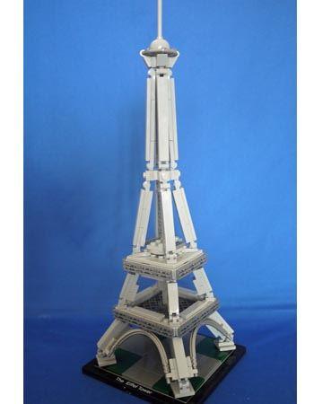 エッフェル塔完成です。近未来のエッフェル塔って感じがしません?
