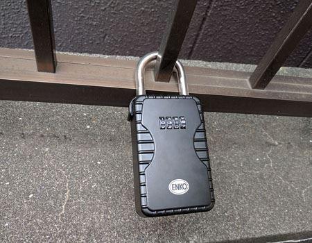 玄関の門や防犯用の冊などに取り付け