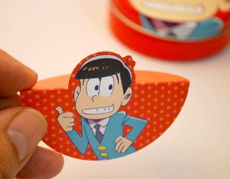 用紙には切れ目と折れ線がついていて、このように折って…