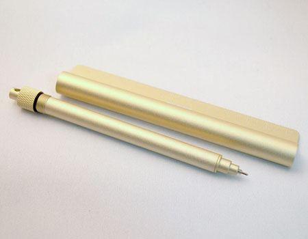 ペン部分と定規部分に分かれたところ