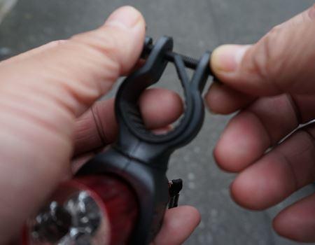 クランプのネジは、手で回せるようになっています。工具いらず!